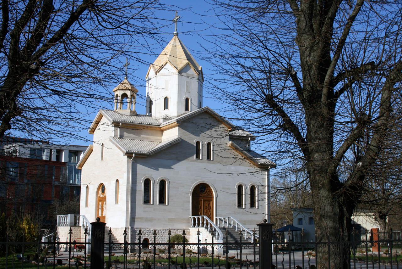 http://3.bp.blogspot.com/_EHbf-gkQ3Hc/S93CHFO7gtI/AAAAAAAAFas/d51XwFXZE7M/s1600/armenian-church.jpg