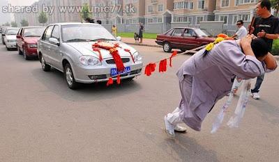 http://3.bp.blogspot.com/_EHi0bg7zYcQ/TJSPqoVCiPI/AAAAAAAAD1c/NhWleeYp9Kg/s1600/woman_pulls_six_cars_04.jpg