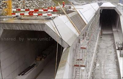 http://3.bp.blogspot.com/_EHi0bg7zYcQ/TL6DKBX688I/AAAAAAAAO6g/s7Q_ghknOvw/s1600/the_longest_tunnel_in_the_world_04.jpg