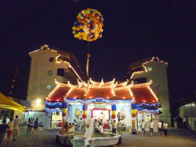 Seck Kia Eenh temple at night
