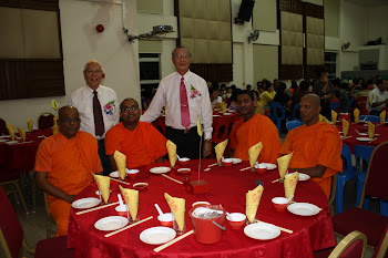 Main board committee Mr Lim Cheng Soon and Mr Chee Swee Hoon with the Chief Revered and other monks