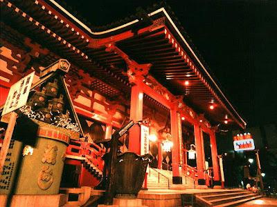 http://3.bp.blogspot.com/_EJ1JzBEoff8/SSCryLBgEwI/AAAAAAAABjQ/0F1UW8azRzM/s400/asakusa_temple_tu.jpg
