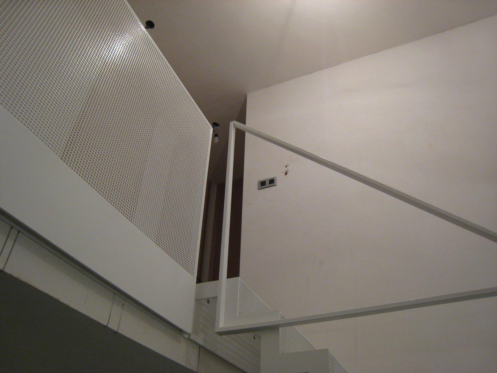 Trap met metalen treden bouwinfo - Wand trap ...