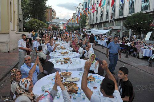 Buka Puasa Terpanjang yang Berlangsung di Turki Pecahkan Rekor Dunia