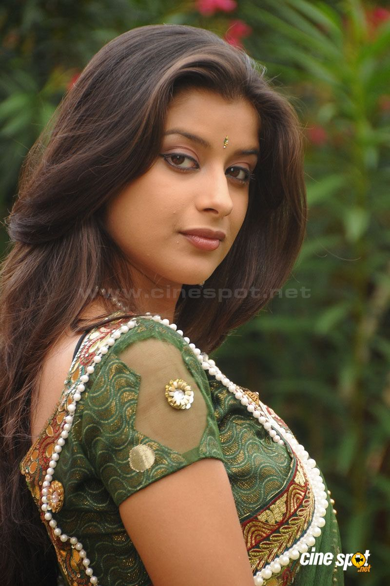 Madhurima Hot Stills in Green Saree