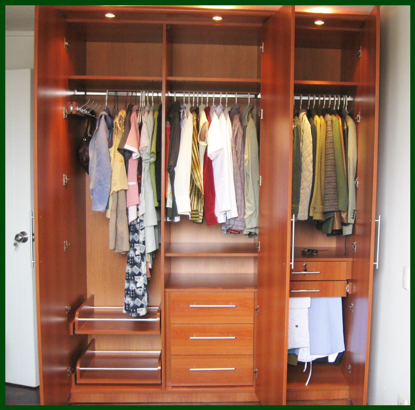 Muebles decoratiba adolfo ibarra v closet 03 puertas for Disenos de puertas de madera para closets