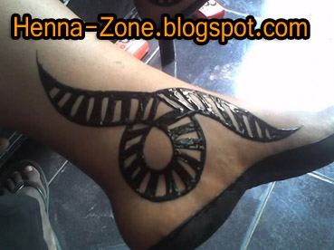 نقش حناء سوداني بالصور http://henna-zone.blogspot.com/2011/02/blog-post_09.html