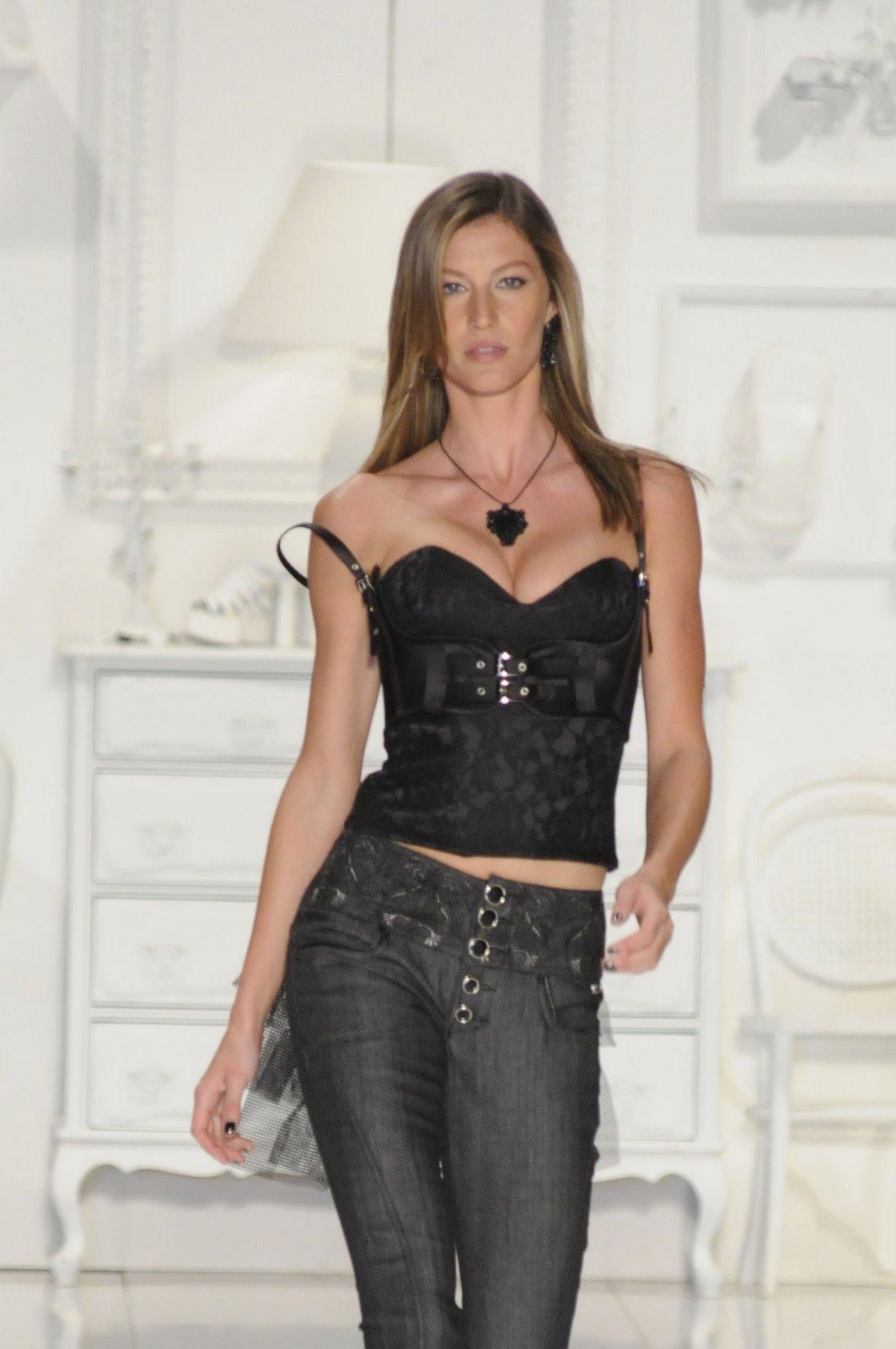 http://3.bp.blogspot.com/_ENbitNsm7RI/SXn4GcY-dKI/AAAAAAAAOrc/axojv0cUXYI/s1600/Gisele_Bundchen_-_Sao_Paulo_Fashion_Week-6_122%28hotcelebshome%29.jpg