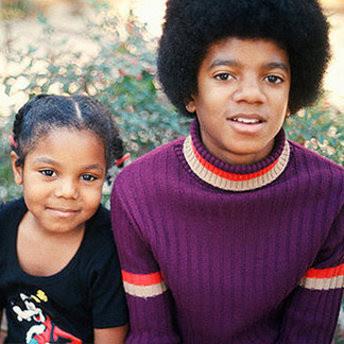 [IMG]http://3.bp.blogspot.com/_EO4ErBwp7rU/TCQuuT27sJI/AAAAAAAAAoM/DdplPhaExPo/s400/Janet-Jackson_Michael-Jackson.jpg[/IMG]