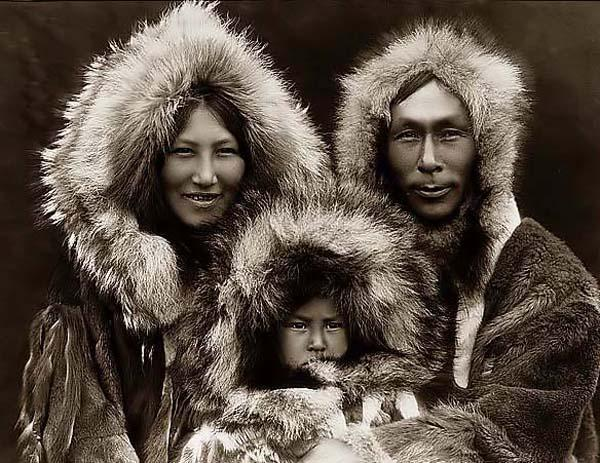 http://3.bp.blogspot.com/_EO9szegFNjg/SvmOLRu-T6I/AAAAAAAAAAw/euD-_Q9NxNc/S1600-R/eskimo-family.jpg