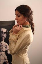 Blusa de seda con puño fruncido