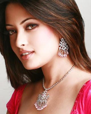 Riya Sen sexy foto