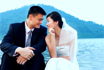 Yao Ming's wedding photo with Ye Li
