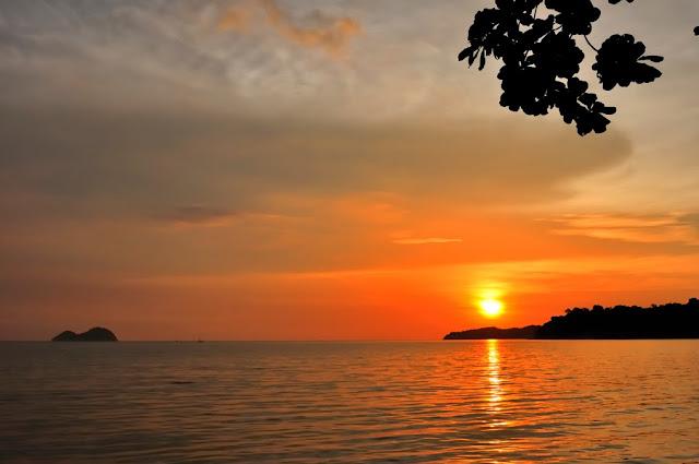 http://3.bp.blogspot.com/_ERGrznxTIwo/S0nlh4ho_EI/AAAAAAAAX5U/bH0JHH7PRzs/s640/Sunset+at+Penang+Teluk+Gombar+Beach-2.jpg