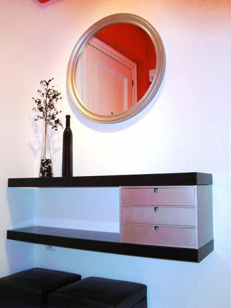 Un sencillo mueble de entrada con dos estantes lack mi llave allen - Muebles portico ...