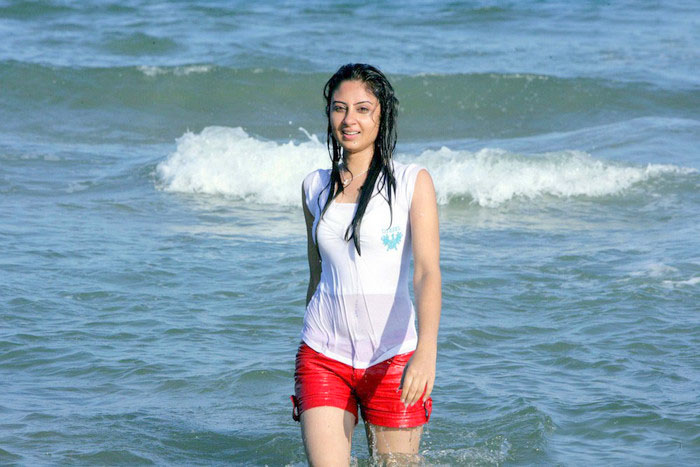 pictures of bhanu mehra in swim suit