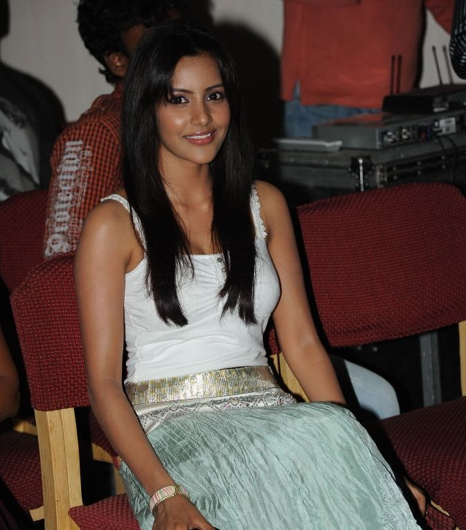 celebrity priya anand hair style wallpapers