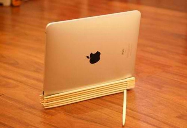 DIY Chopsticks iPad Stand