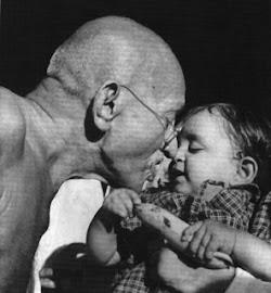 Mahatma Gandhi- mi arma mayor es la plegaria muda