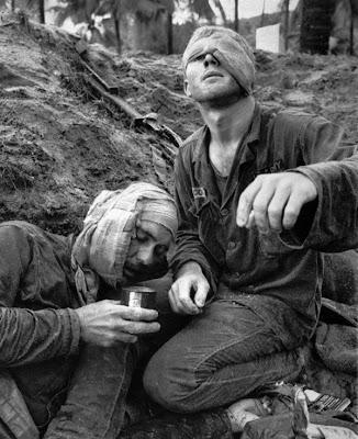 imágenes crudas  de la guerra de vietnam