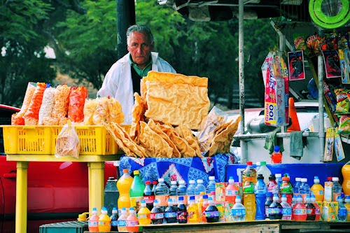 Vendedor de dulces y botanas en el Bosque de Chapultepec, México D.F.
