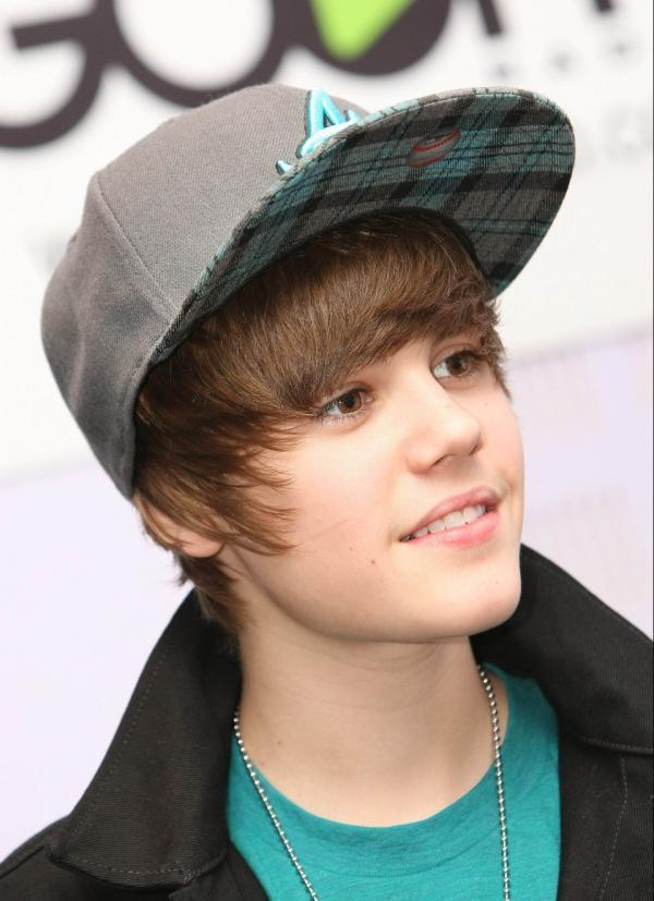 justin bieber baby video clip. 2010 WHO LIKES JUSTIN BIEBER
