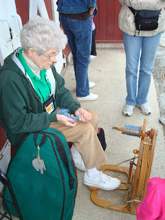 June spinning yarn at Brookfield Zoo
