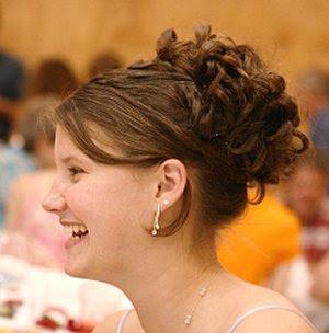 http://3.bp.blogspot.com/_EcnS4VWJ3Mg/S_bj2srgCOI/AAAAAAAADPk/6s__JR5vNG4/s400/bridesmaid+hair+styles.jpg