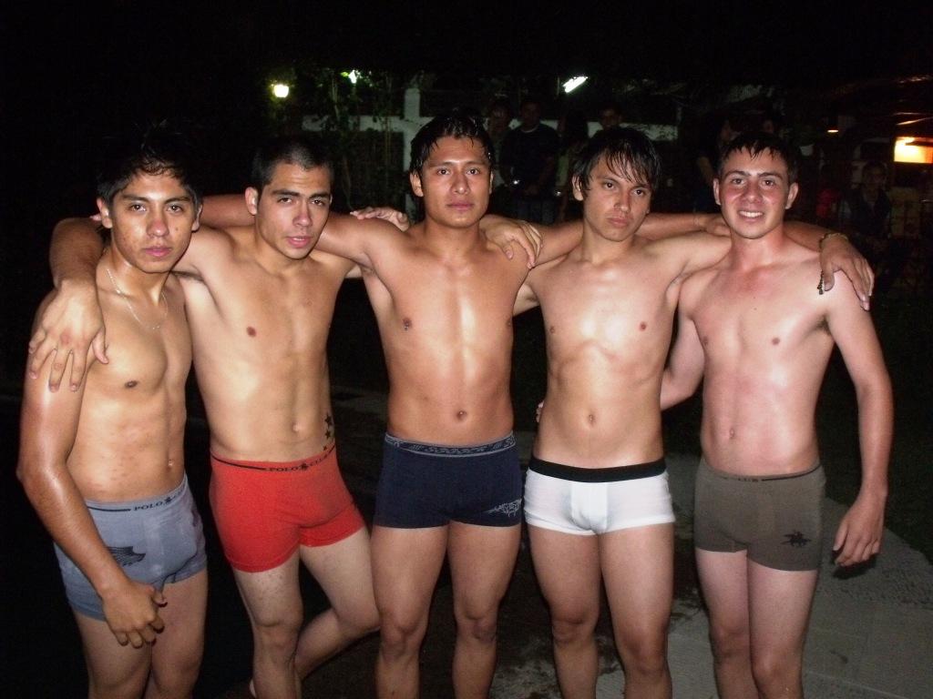 Hombres Guapos En Boxer