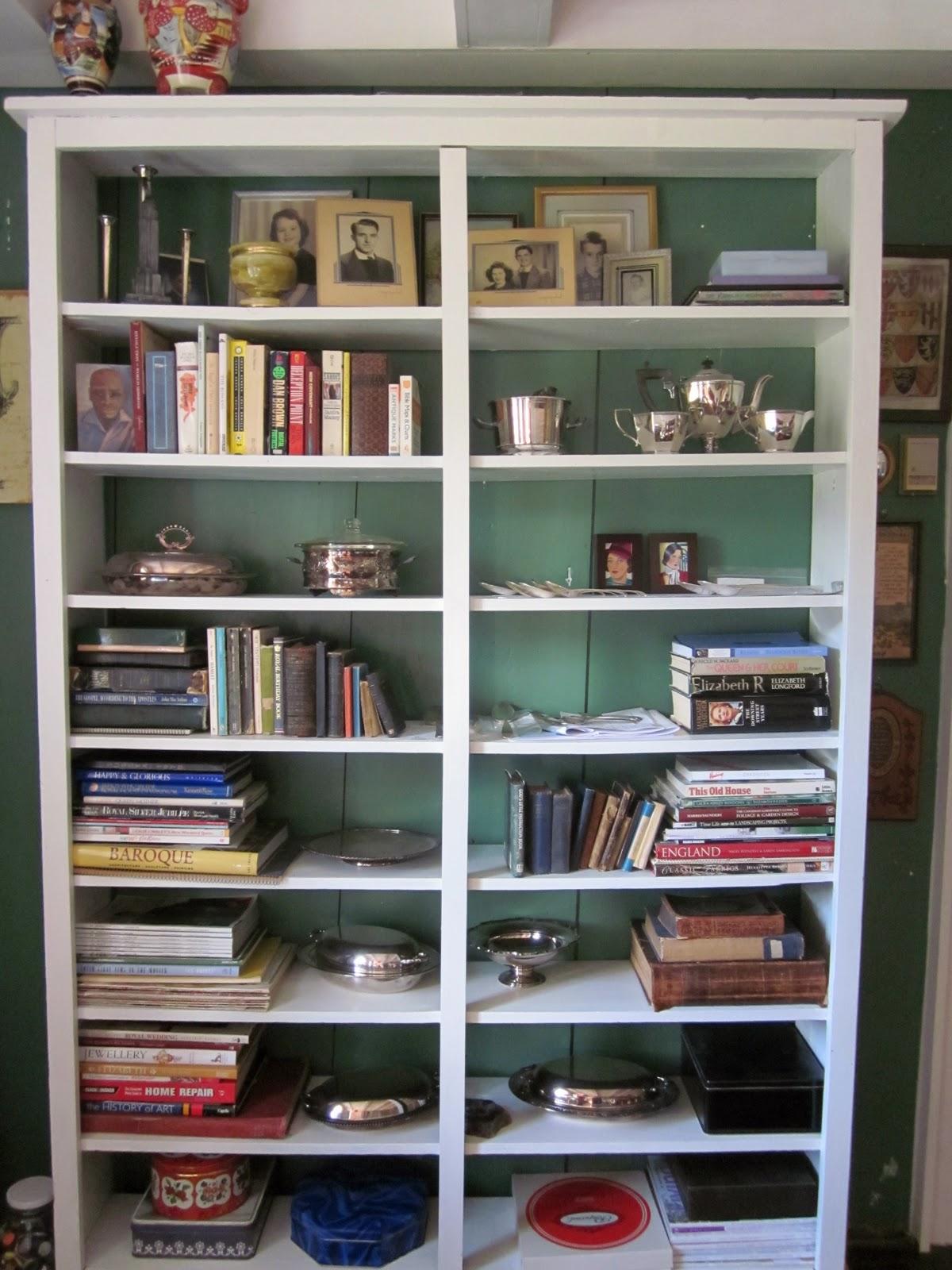 http://3.bp.blogspot.com/_EePxtUMCmnY/TO8Xs1_V8jI/AAAAAAAABXc/QpRPZ-9hYEw/s1600/bookcase+done.jpg
