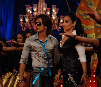 Vidya and Shahid sparkles on the set of Kismat Konnection