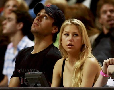 Enrique Iglesias' tennis star girlfriend Anna Kournikova has sparked marriage