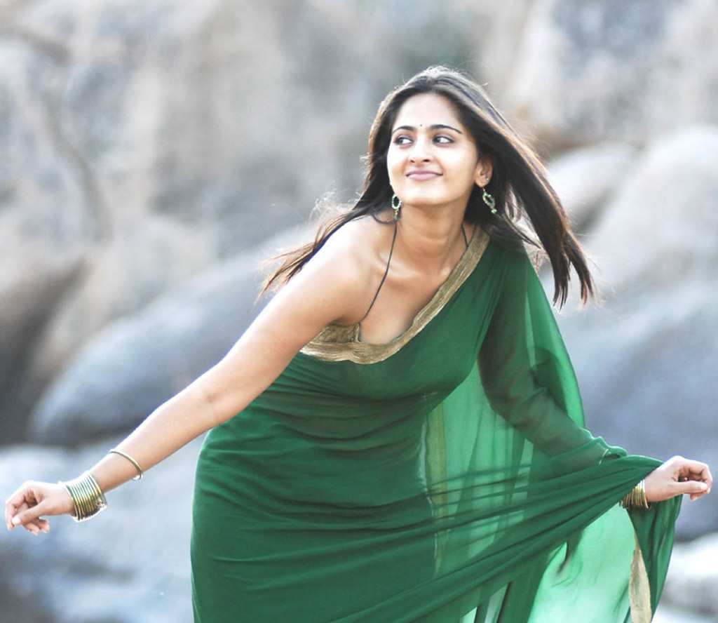 PHOTO AND WALLPAPER: Tamil Hot Actress Anushka Shetty Green Saree 42