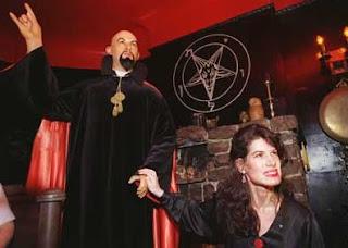 NWO a Satanic Cult SATAN-HAND-SIGN-ILLUMINATI