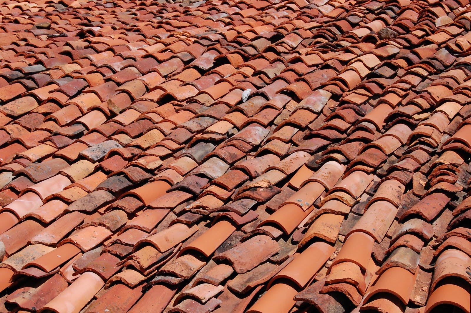 En el suelo ondanadas de tejas for Tejados sin tejas