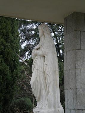 Vista lateral de la bellísima escultura de La Virgen Inmaculada Concepción