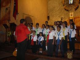 Los niños en Por Que Cantamos