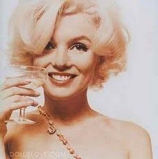 llenate el vaso precioso y brindemos por lo que siempre sera♥