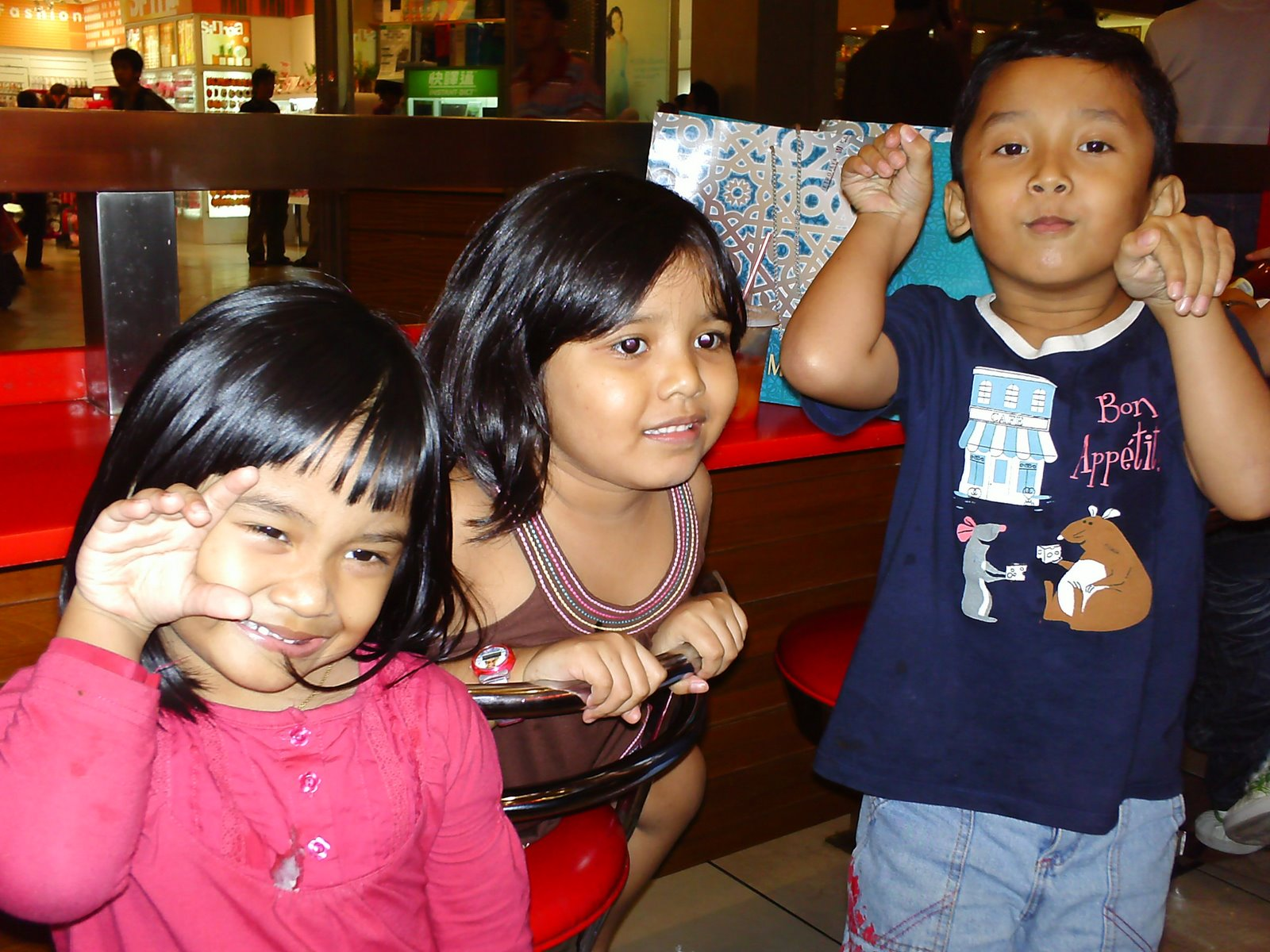 [mias+&+kikie+at+kfc2]