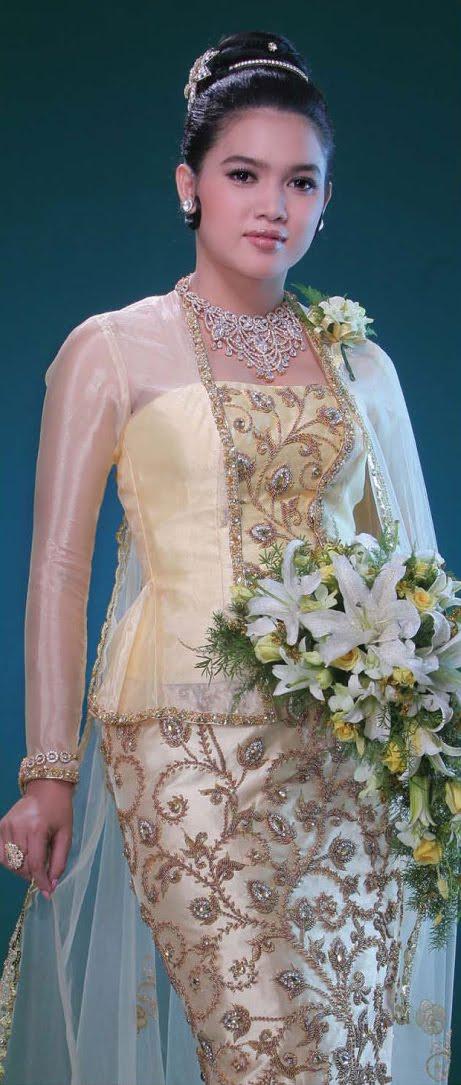 Fashion Shop: Myanmar Models