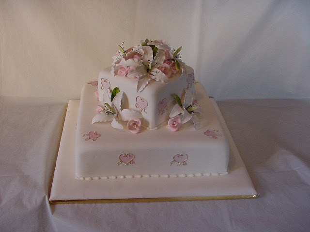 Cake Decorating Classes South Wales : Wedding Cake Enchantress: Silver and Gold Wedding Cake ...