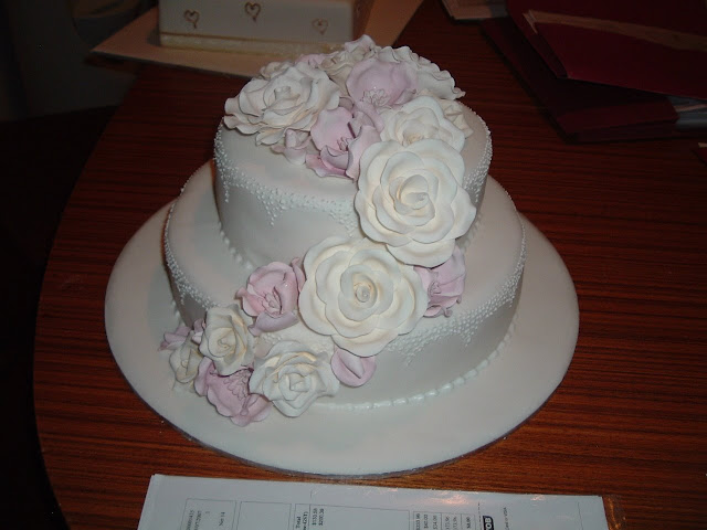Artistic Cake Design Classes : Wedding Cake Enchantress: Fresh and Sugarcraft Flowers on ...
