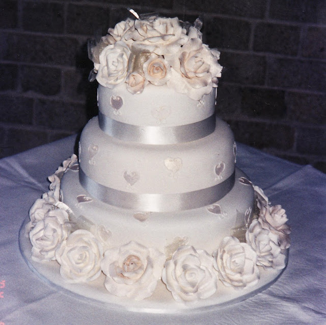 Wedding Cake Enchantress: Cake Decoration Sugarcraft Roses