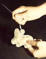 sang boneka kelinci