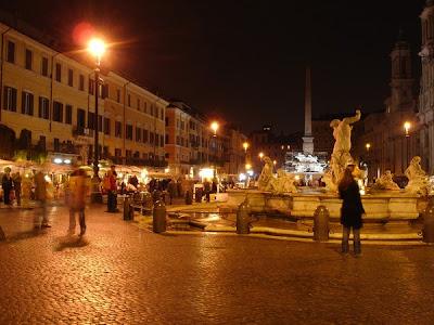 Fontana de Neptuno de noche