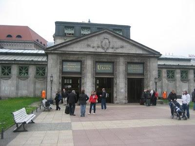Entrada a la primera línea de metro de Berlín en Wittenbergplatz