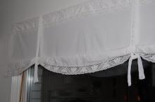 Har sytt gardiner av gamla lakan och sydde på lite mer spets (virkad av min farmor)