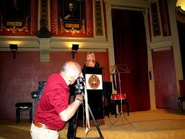Cristina García Barreto haciendo su presentación en el mencionado Acto de VV.PP. en el Ateneo.