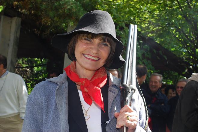 Madame Micheline Calmy-Rey vendange pour les enfants d'Emmaüs chez Farinet