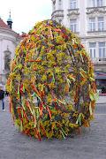 Un inmenso huevo de Pascua me dio la bienvenida huevo de pascua